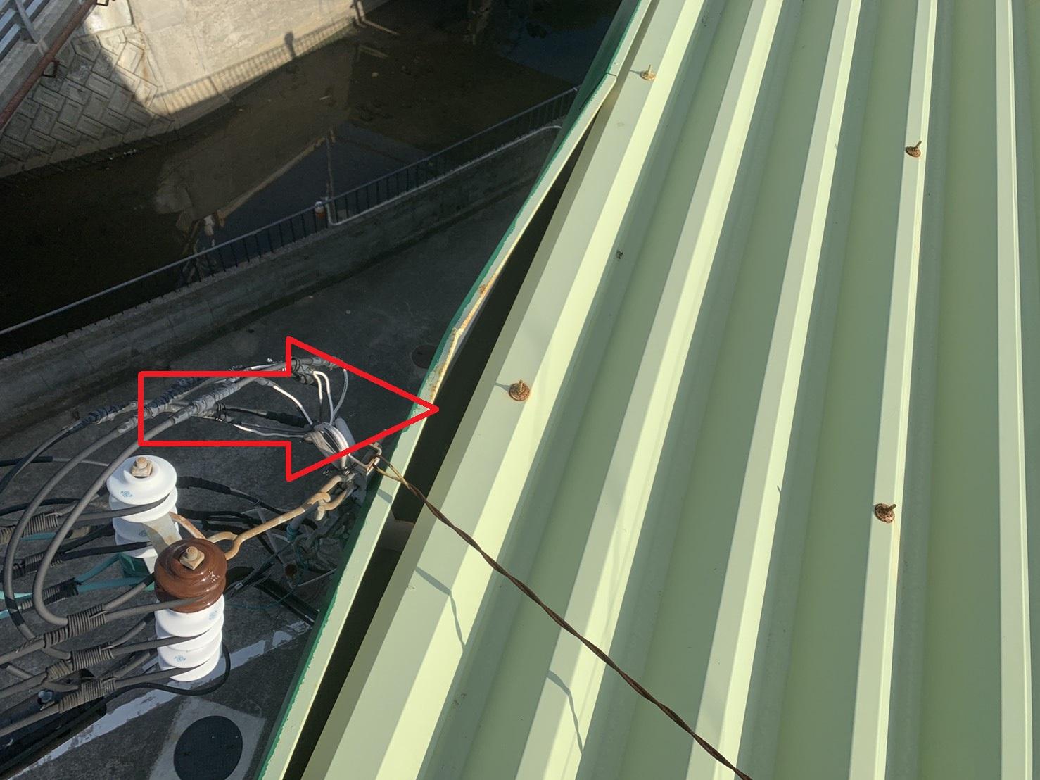 明石市での屋根診断で幕板が飛散し様な様子