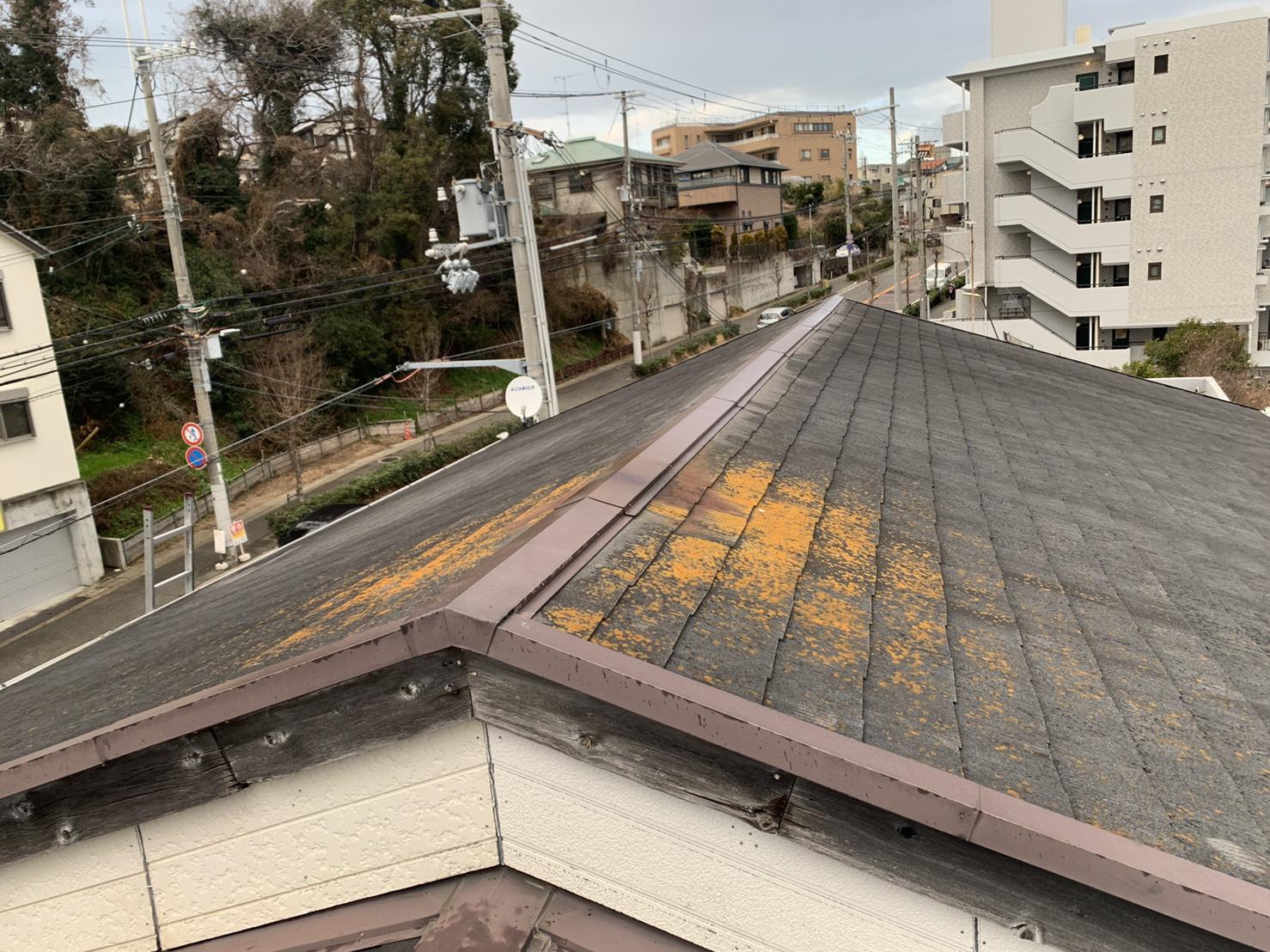 明石市のハイツで台風前に屋根調査を行ったスレート屋根の様子