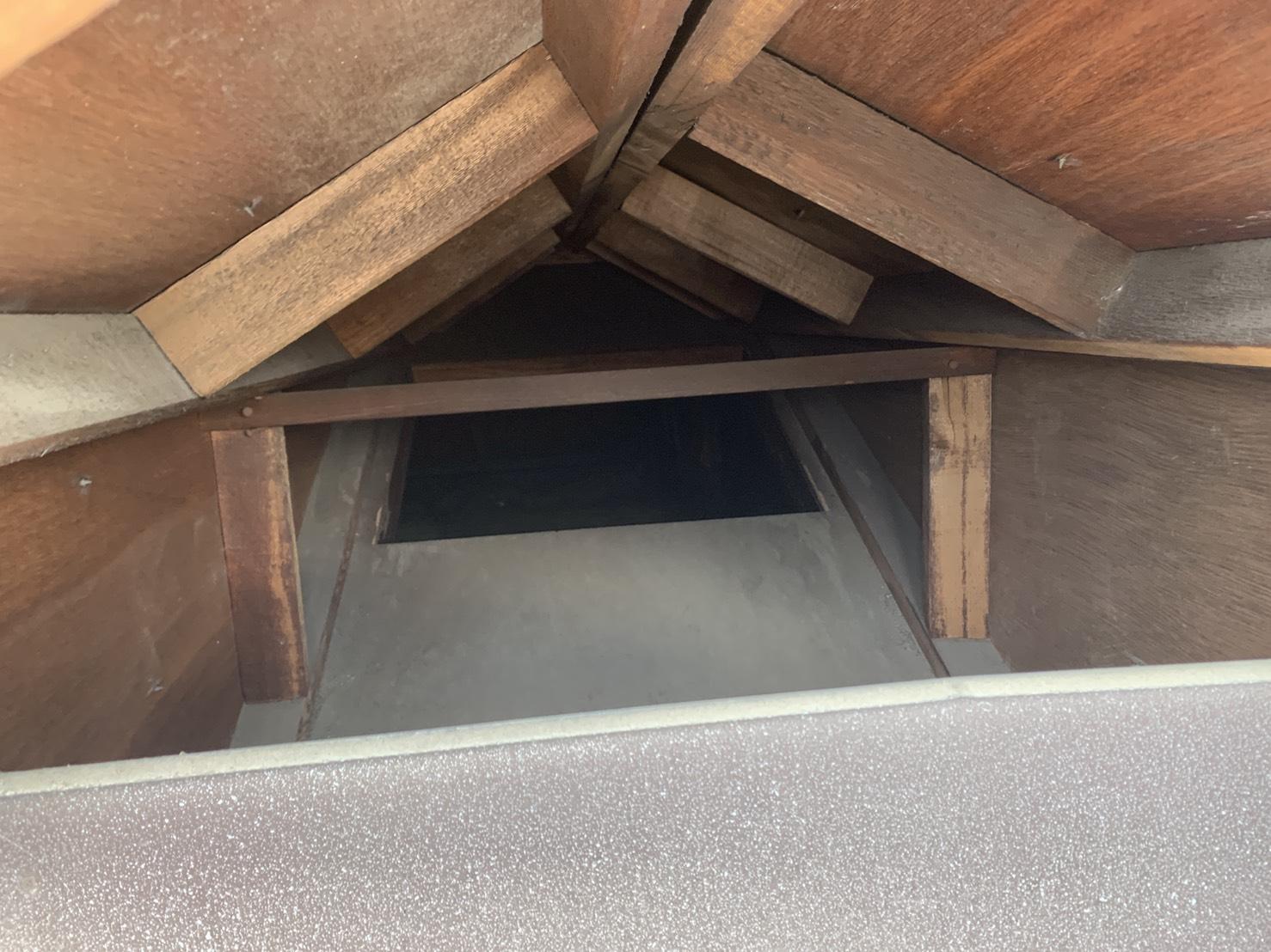 神戸市西区で飛散した鳩小屋の中の様子