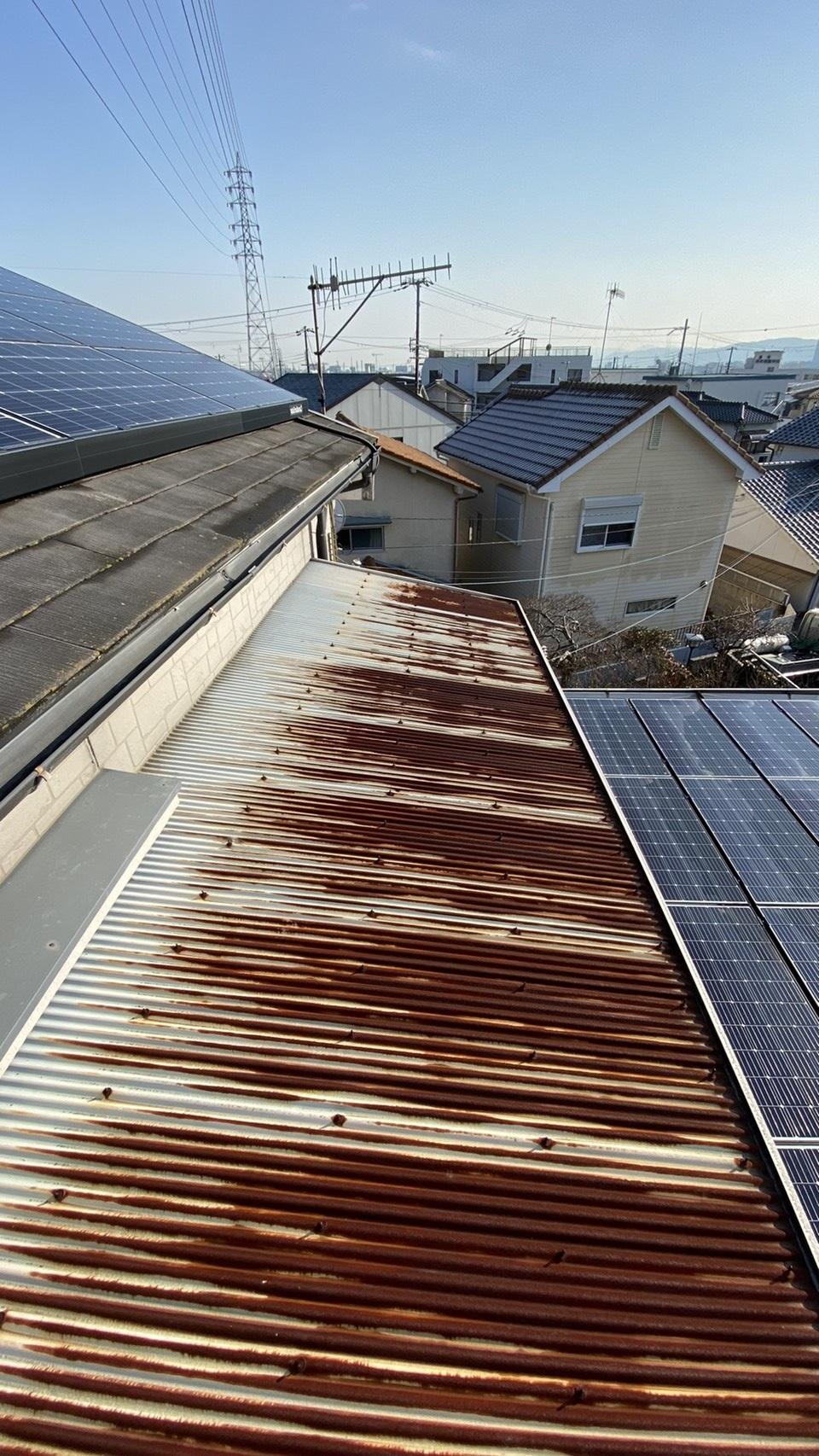 明石市で錆びたトタン屋根を貼り替える前の様子