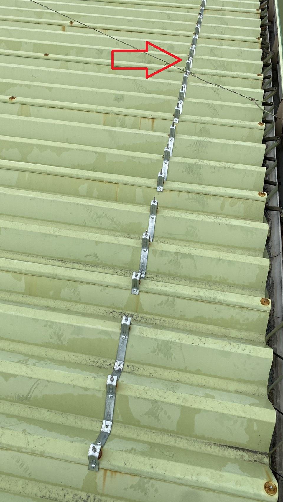 明石市での屋根工事で下地フレームを取り付けた様子