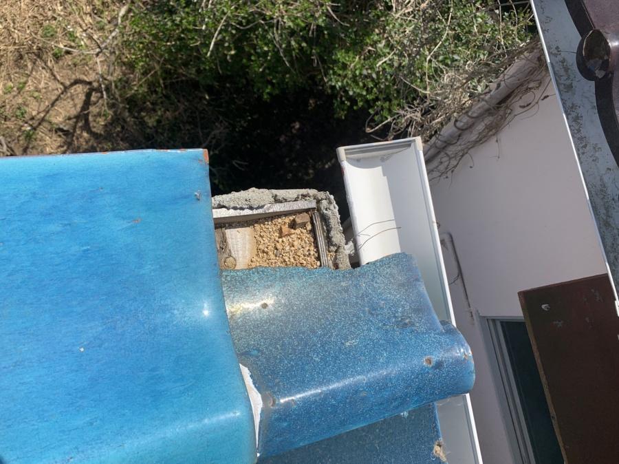 三木市での瓦屋根修理のお見積もりで割れている瓦を発見