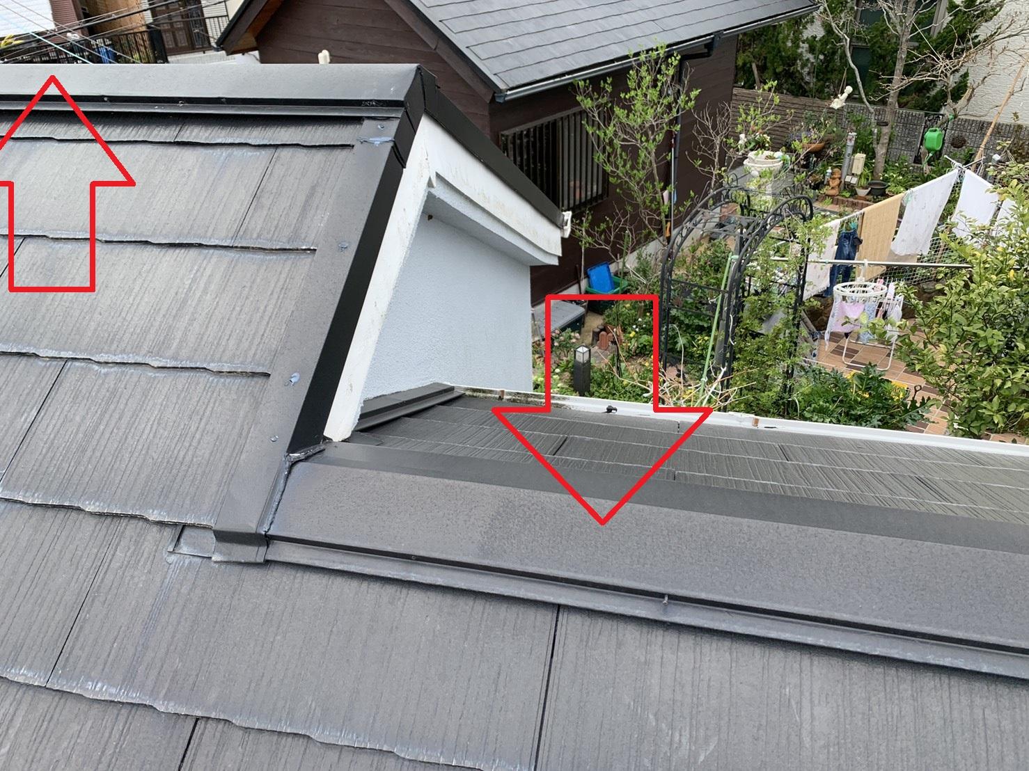神戸市長田区で発生した雨漏りの原因であろう棟板金の様子