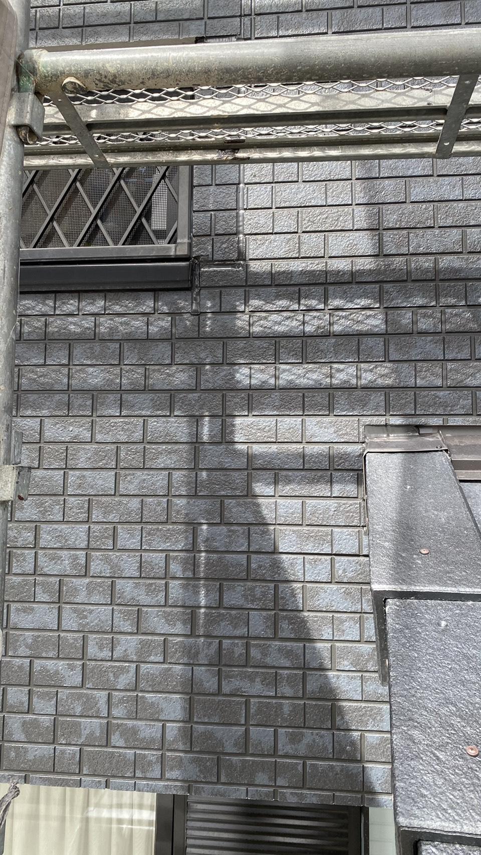 ベランダのサイディングを張り替えた下屋根との収まり
