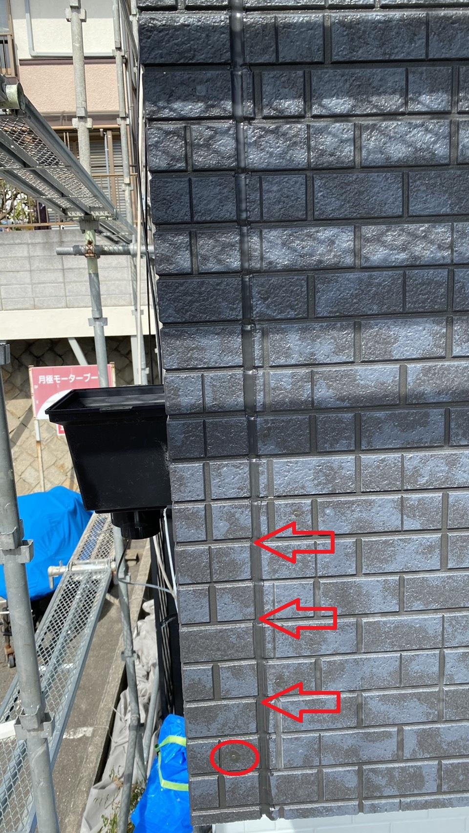 神戸市垂水区でのベランダサイディング貼り替えでコーキングとタッチアップを施工した様子
