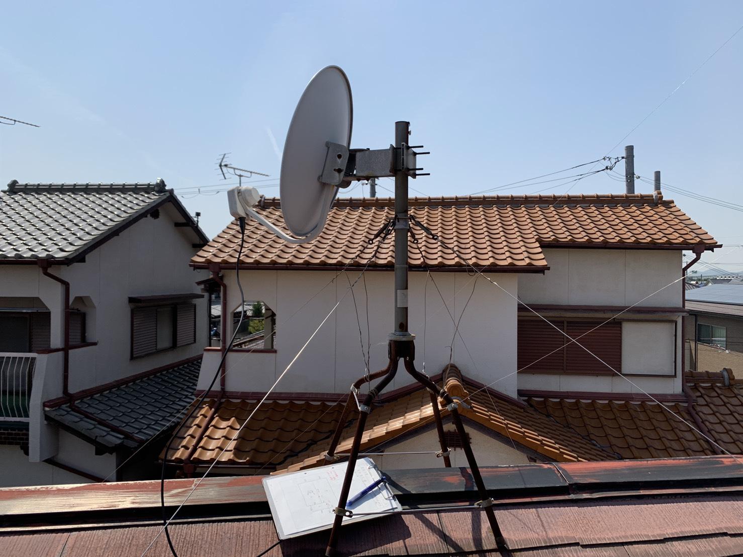 明石市での屋根診断で棟板金の錆の原因となったアンテナ