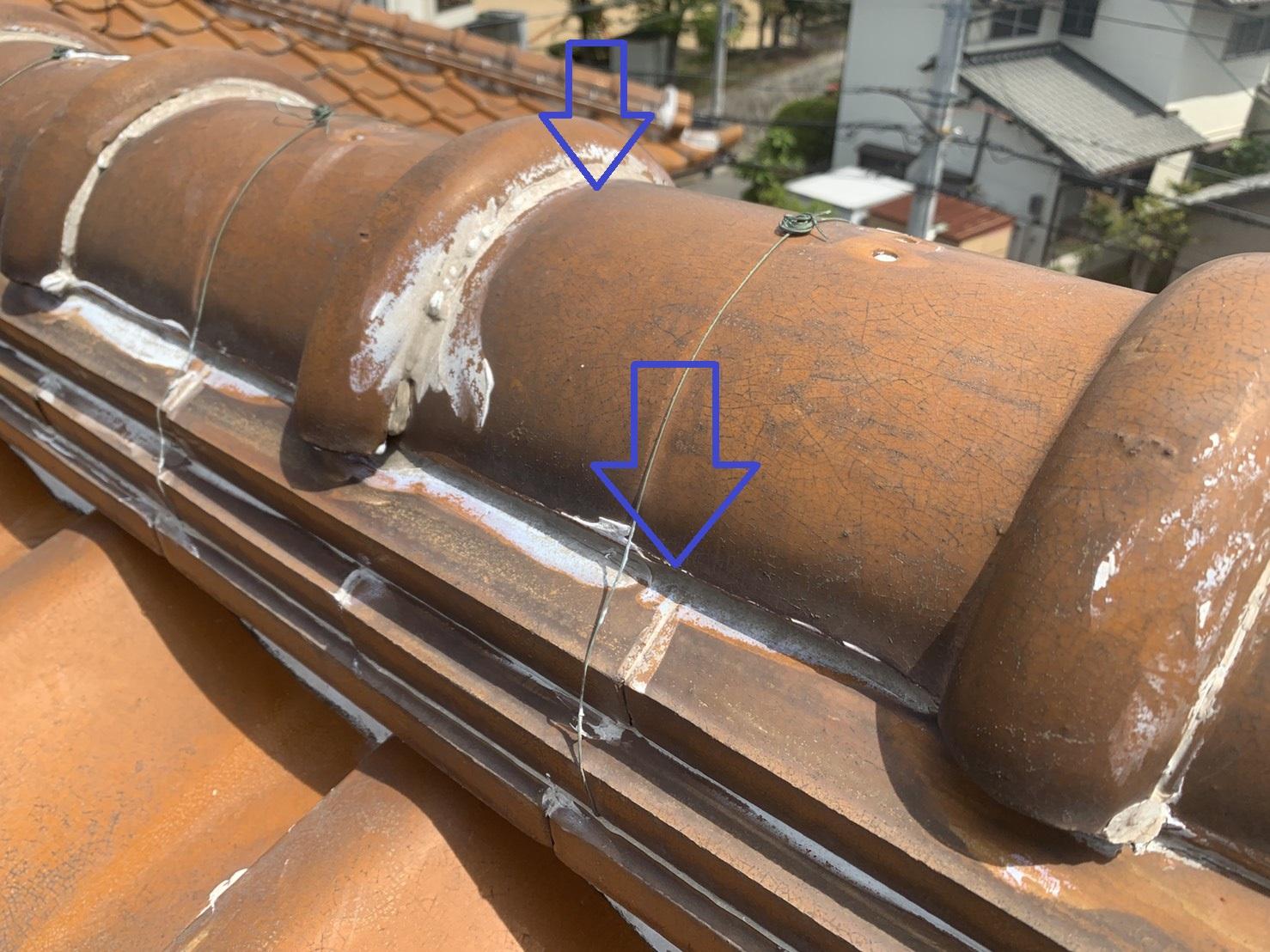棟瓦に打っているコーキングは雨漏りの原因