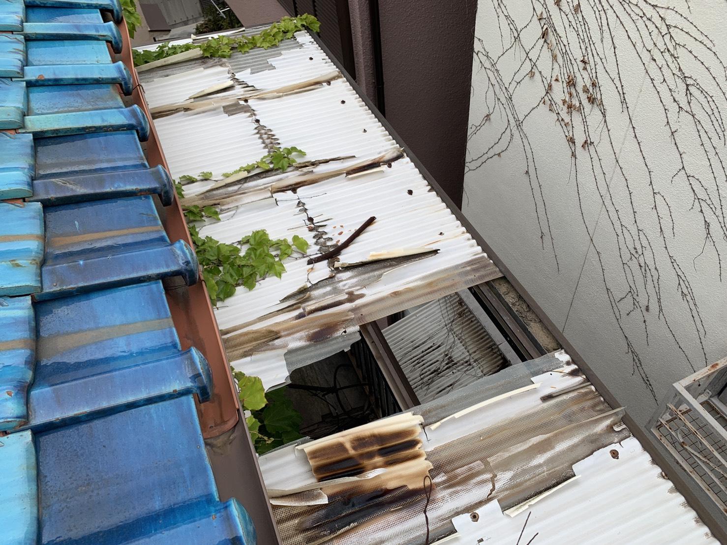 明石市で外装リフォームする予定の波板の様子