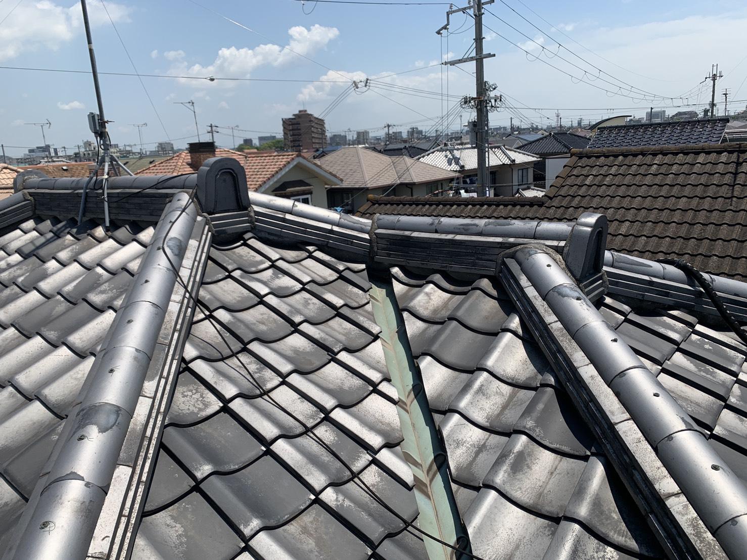 加古川市で漆喰の打ち替えを行った屋根の全景