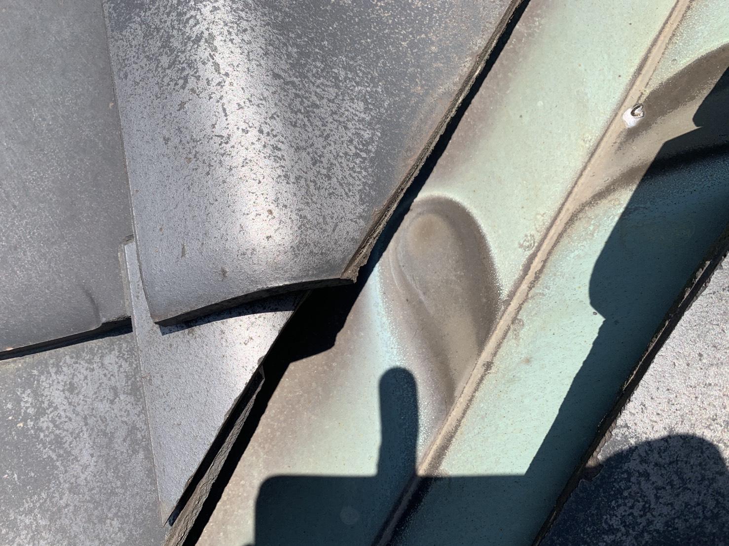 雨漏りの原因となる谷板の劣化