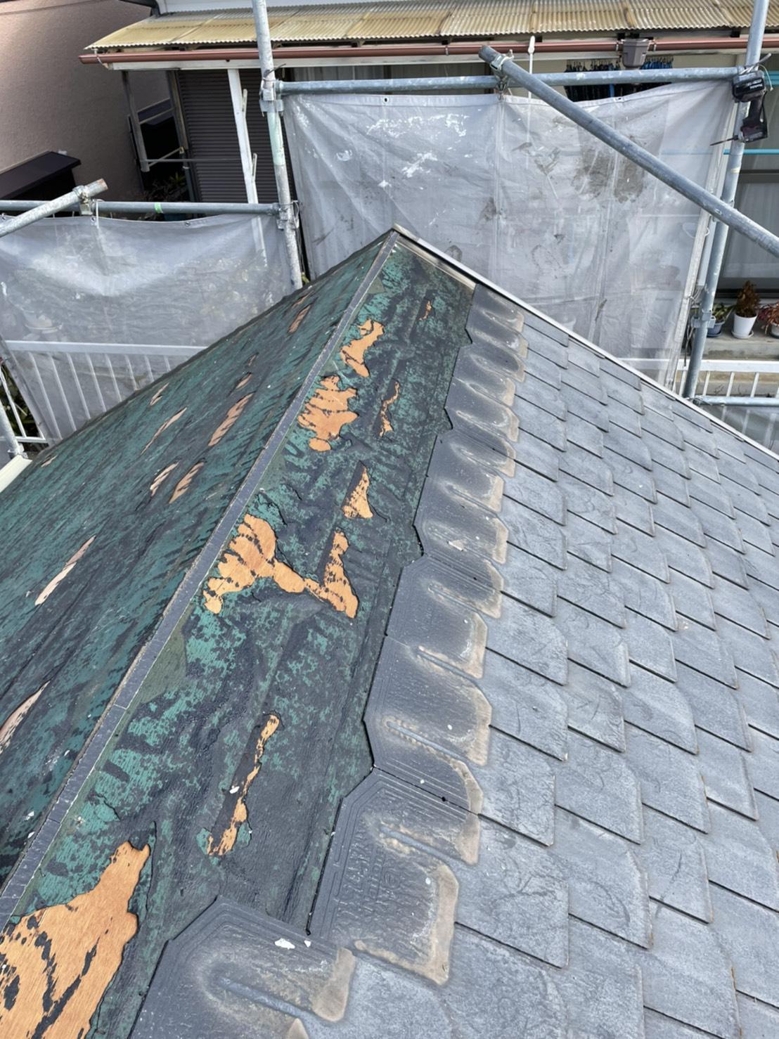 神戸市垂水区での屋根断熱リフォームでスレート屋根を撤去している様子