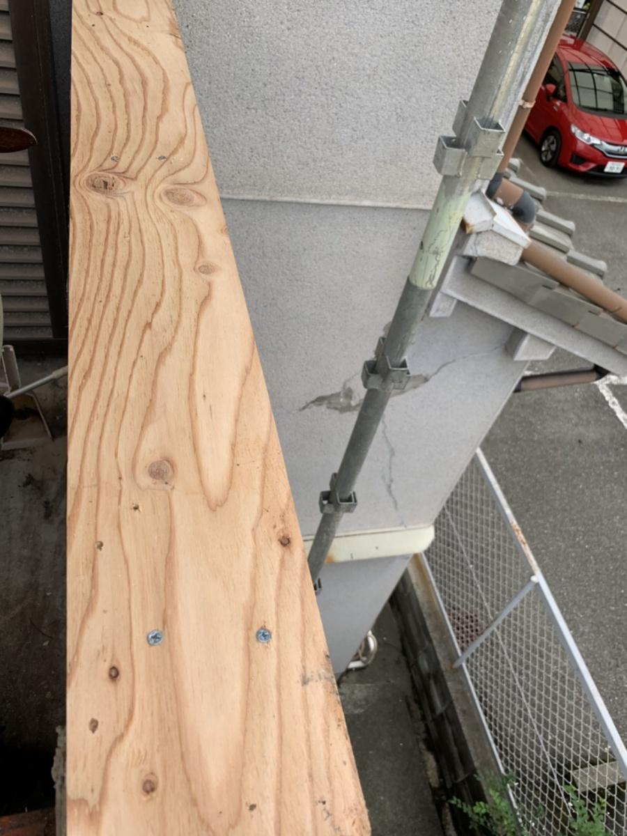 笠木に下地用合板を貼った様子