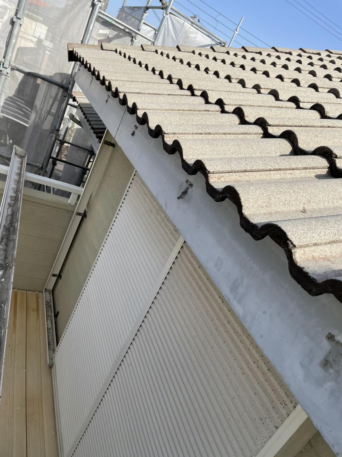 加古川市での雨樋交換で金具を撤去した後の様子