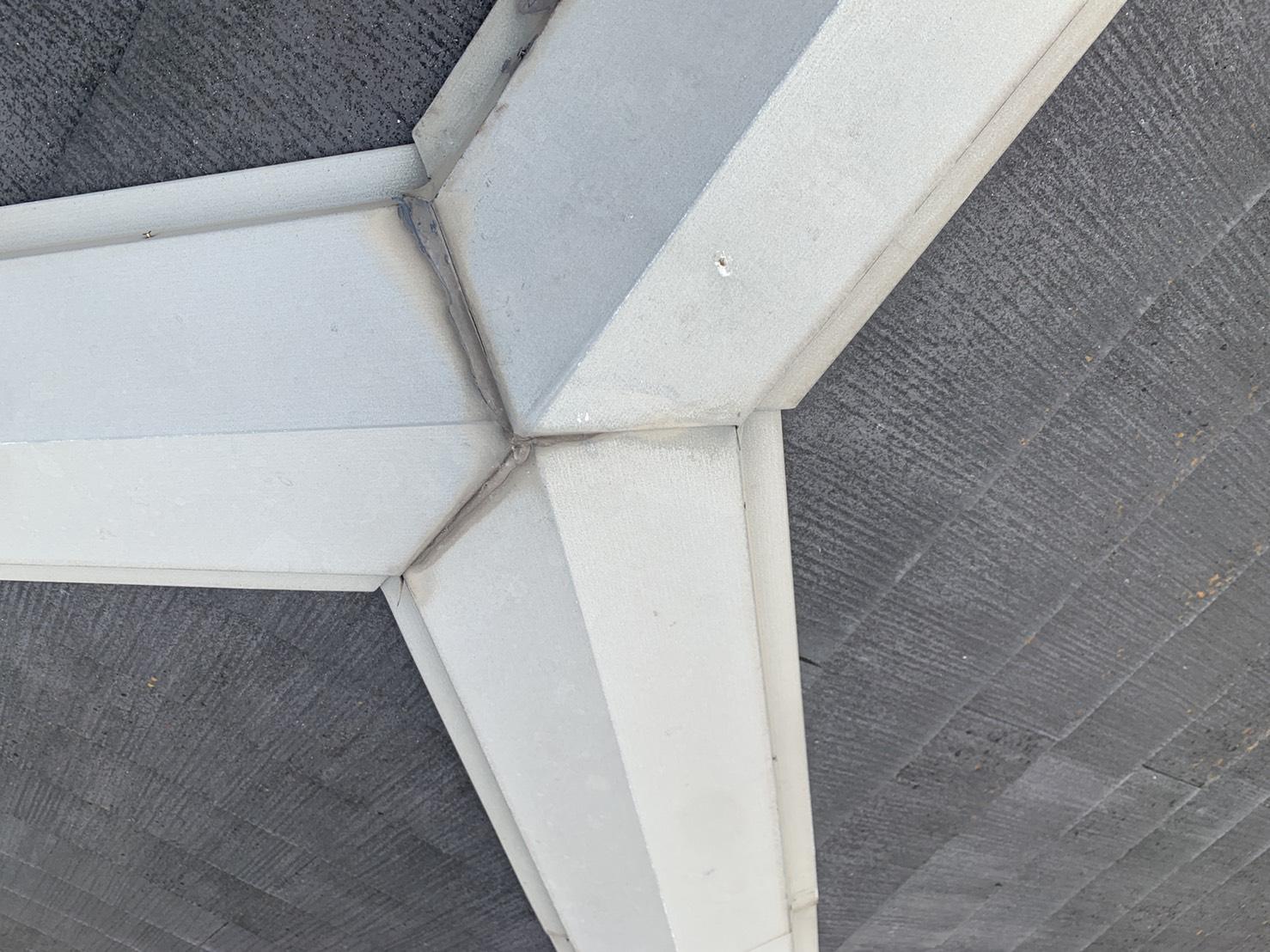 明石市で屋根診断を行った棟板金の様子