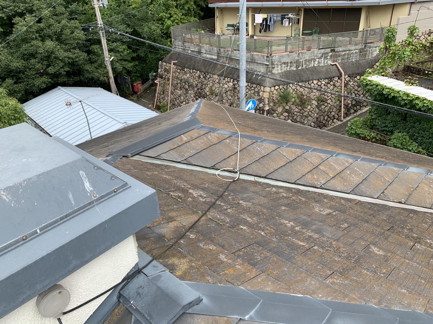 加古川市で雨樋からの水漏れを調査したお家の屋根の様子
