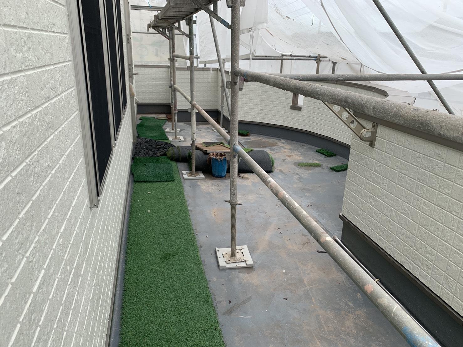 ベランダ床の膨れを解消するためのお見積もりを行ったベランダの様子