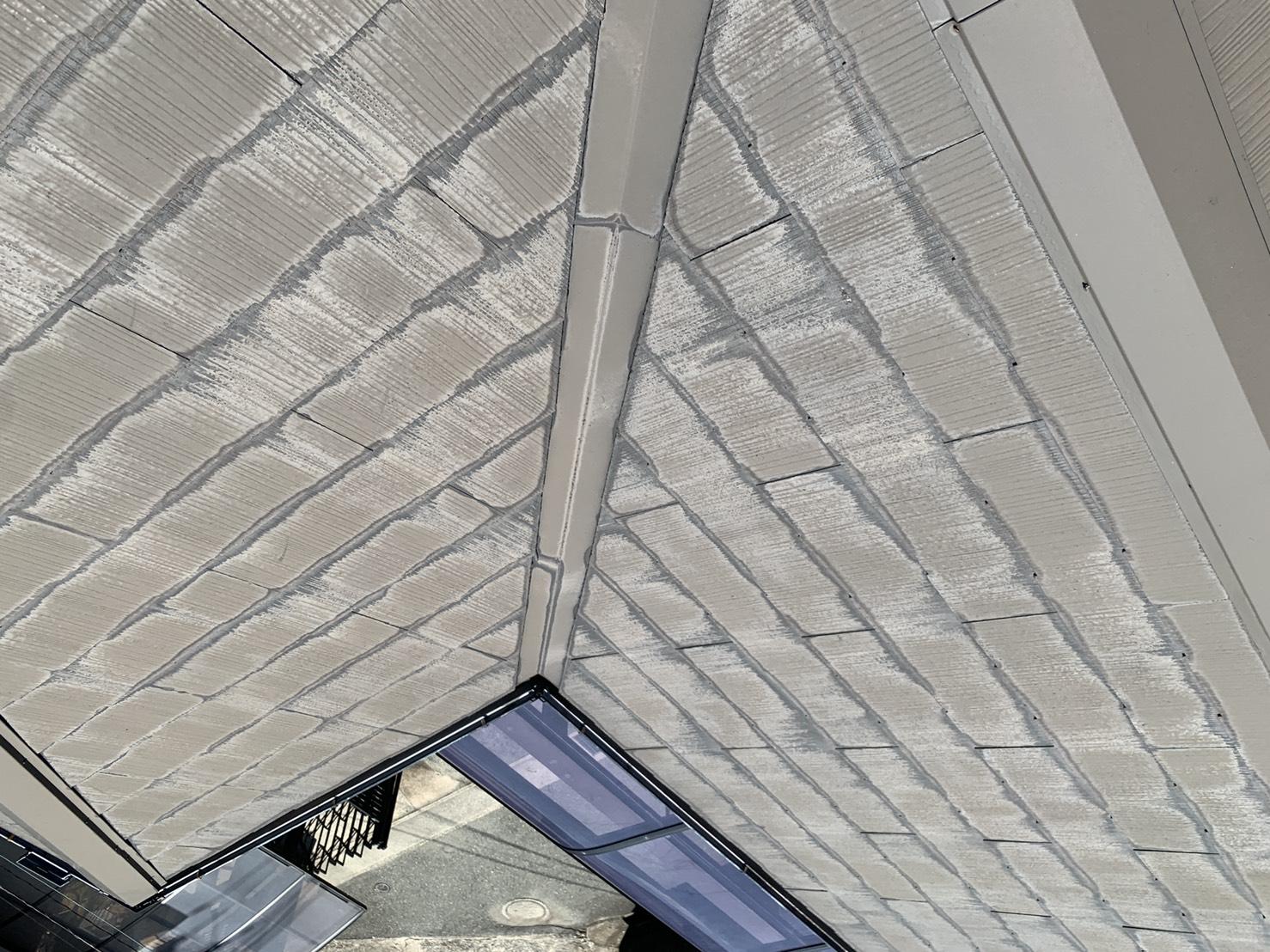 10年前に屋根塗装したスレート屋根のメンテナンス方法をお見積もりした様子