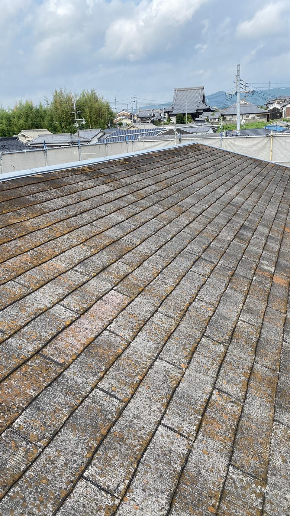 三木市のリフォームで屋根カバー工法を行う前の様子