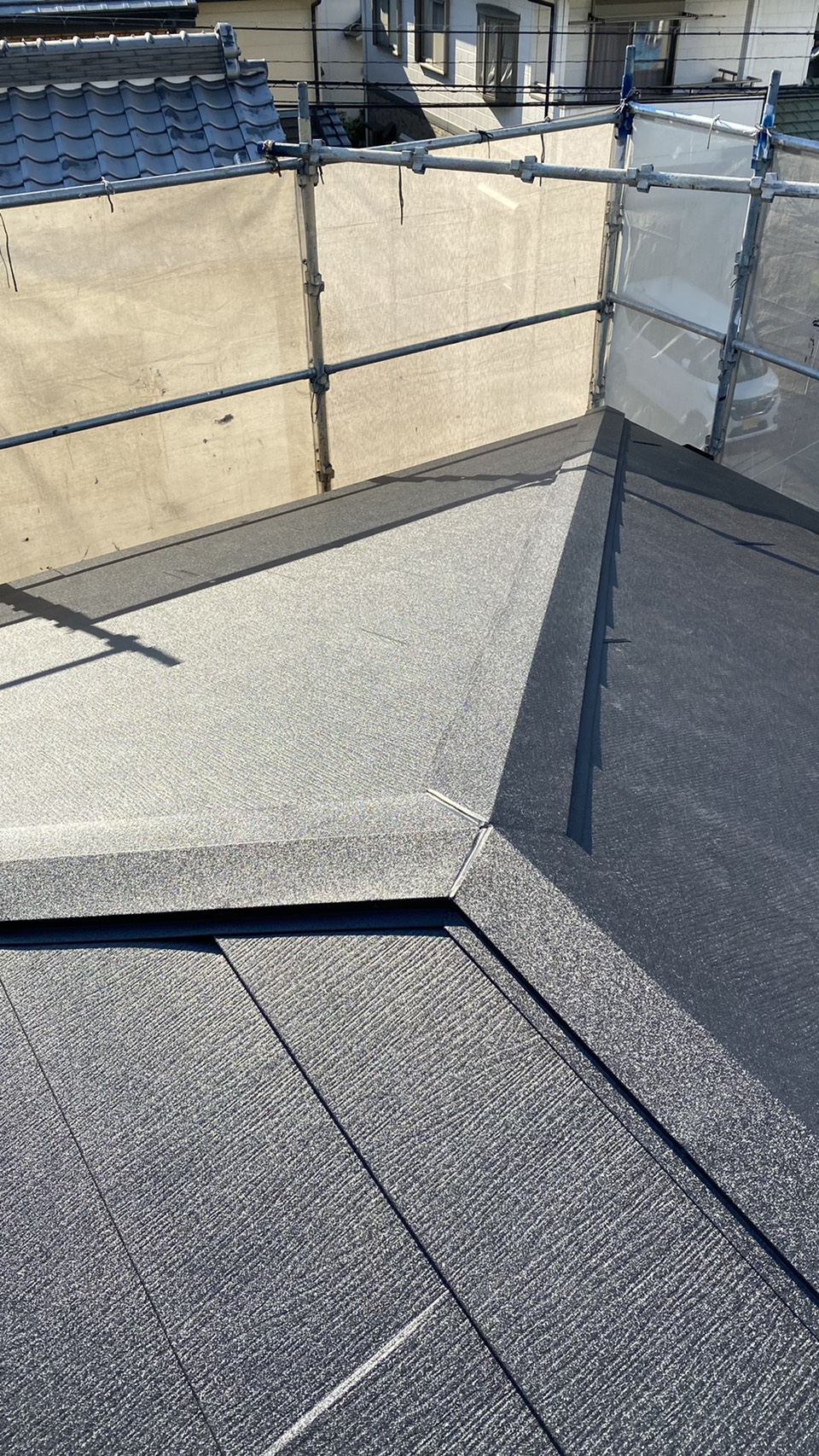 三木市での屋根リフォームでカバー工法が完了した様子