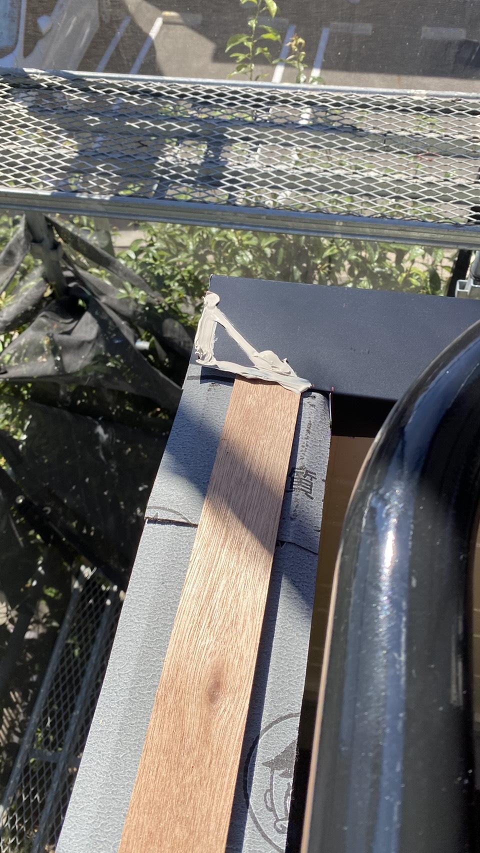 明石市でのベランダ笠木交換工事で下地を施工している様子