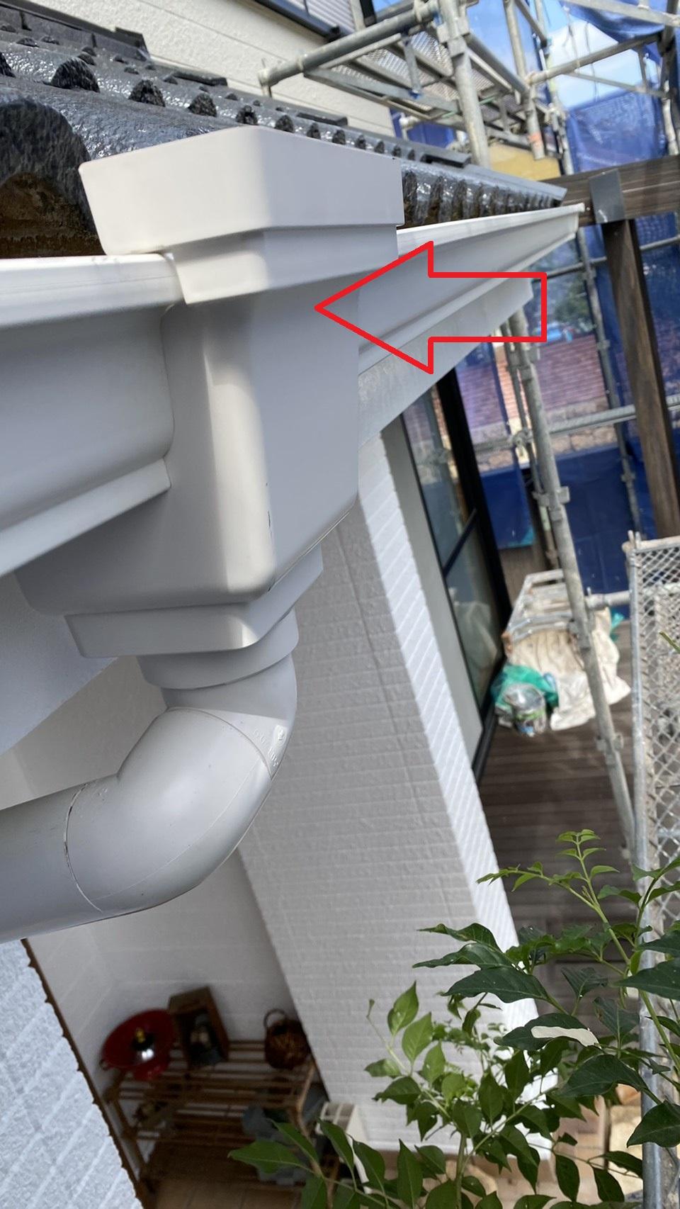 加古郡稲美町での雨樋修理で軒樋を取り付けた様子