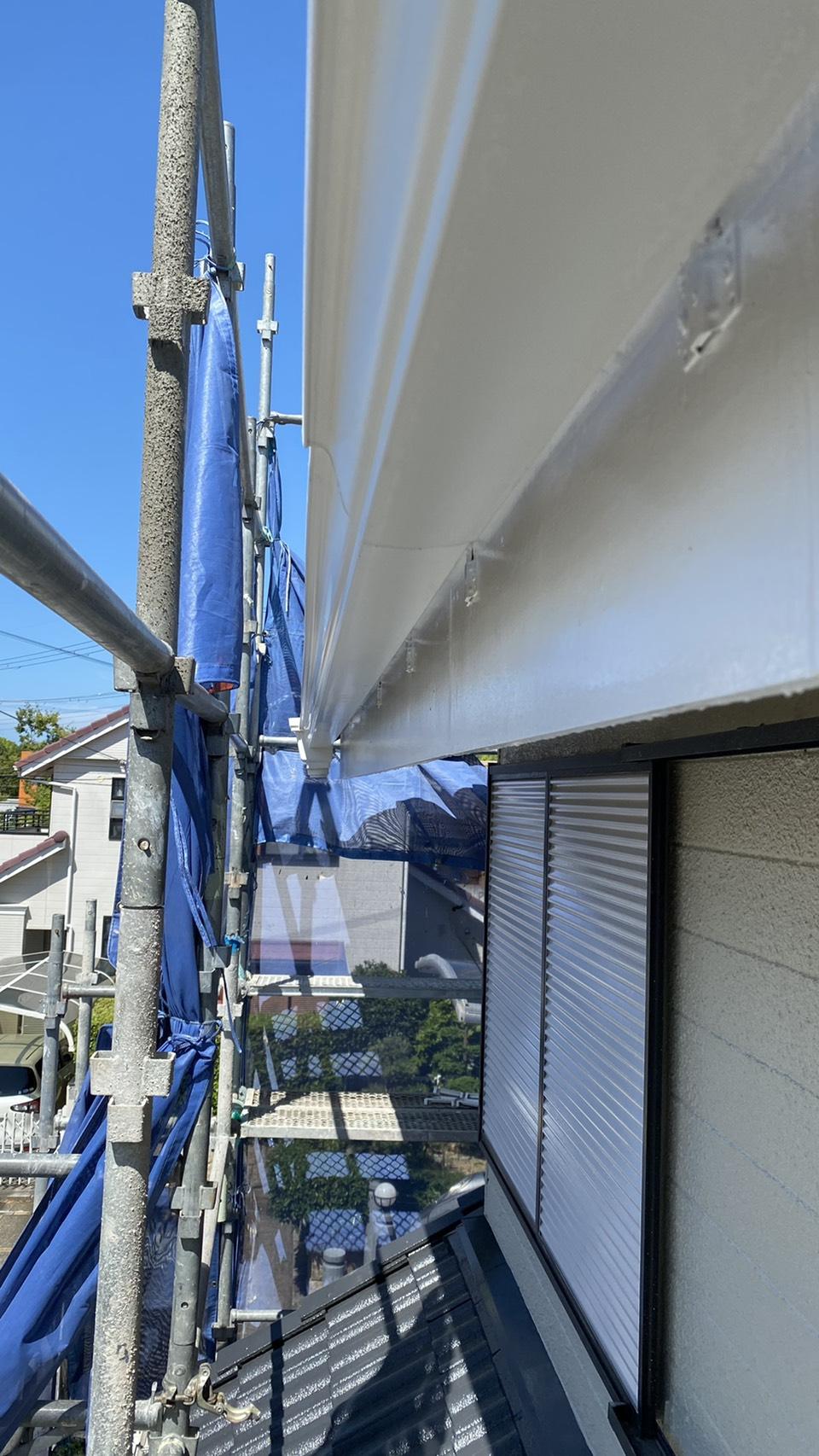 雨樋修理で新しい軒樋を取り付けた様子