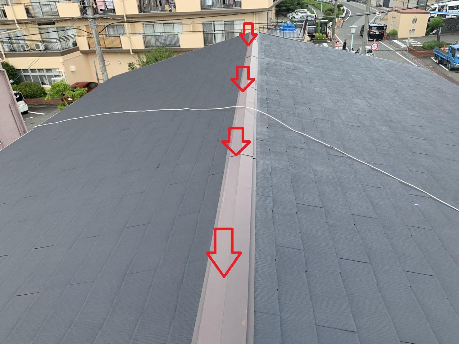 雨漏り調査を行ったスレート屋根の棟板金