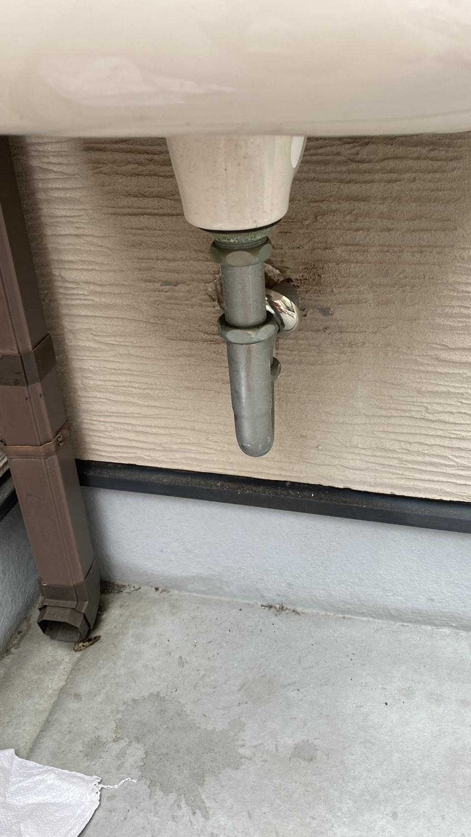 神戸市長田区で雨漏りの原因となった排水管