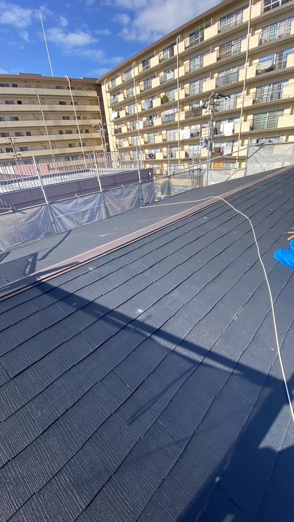 加古川市で屋根重ね葺き工事を行う前の様子