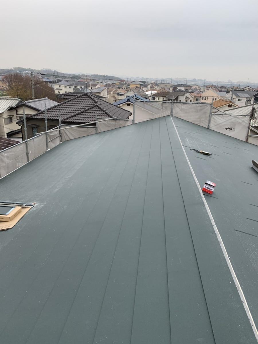 神戸市垂水区での金属屋根葺きでIG工業スーパーガルテクトを葺き終えた様子