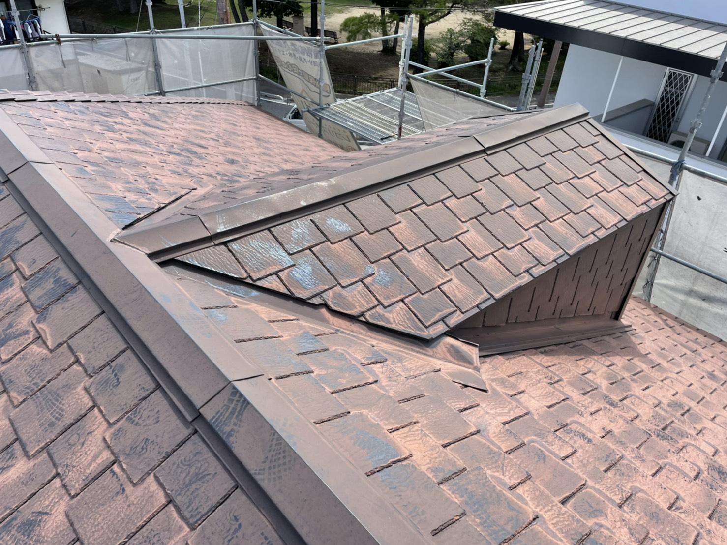 加古川市で屋根カバー工事を行った既存のスレート屋根の様子