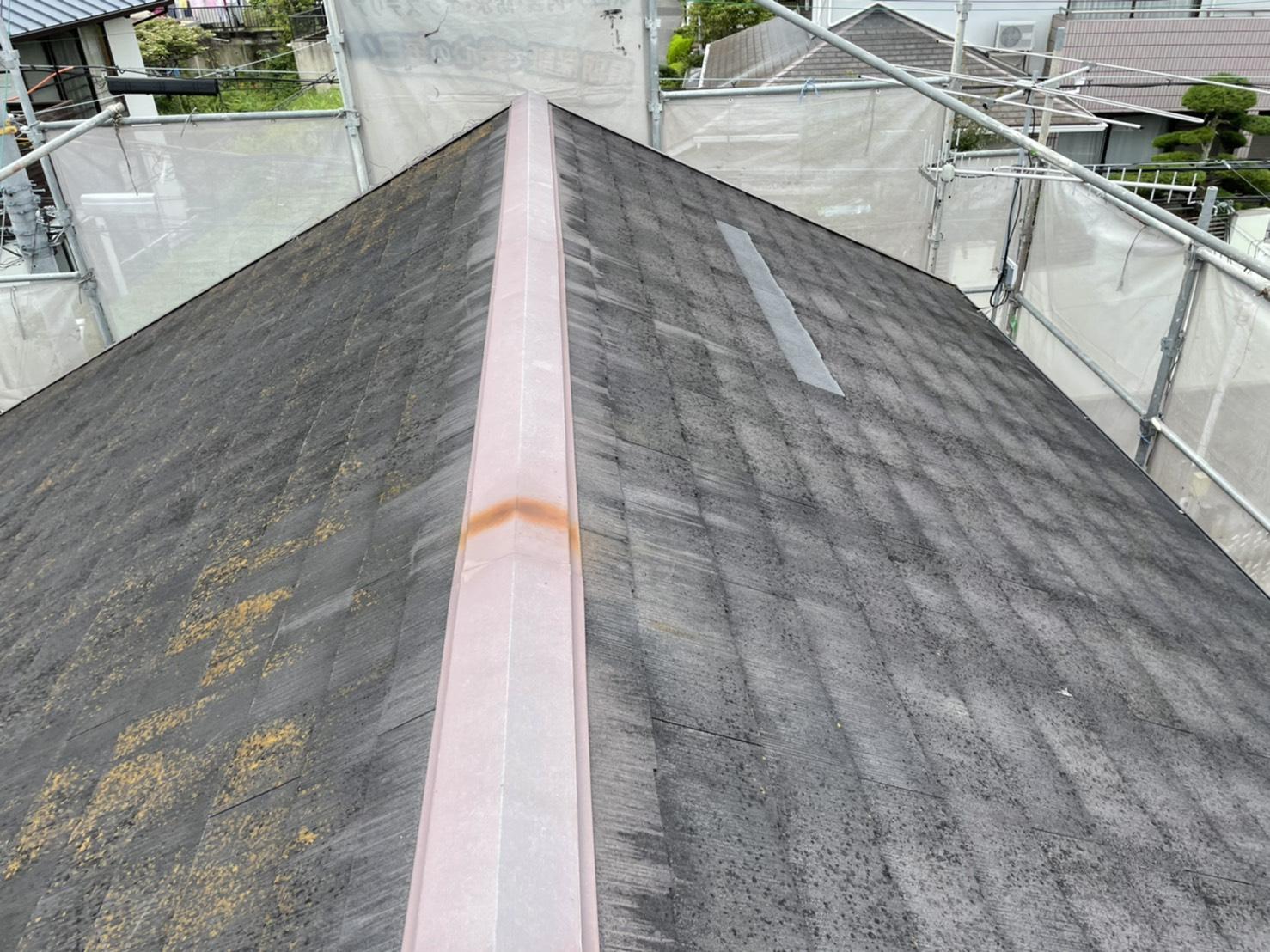 神戸市で遮熱塗料を用いて屋根塗装を行う前のスレート屋根の様子