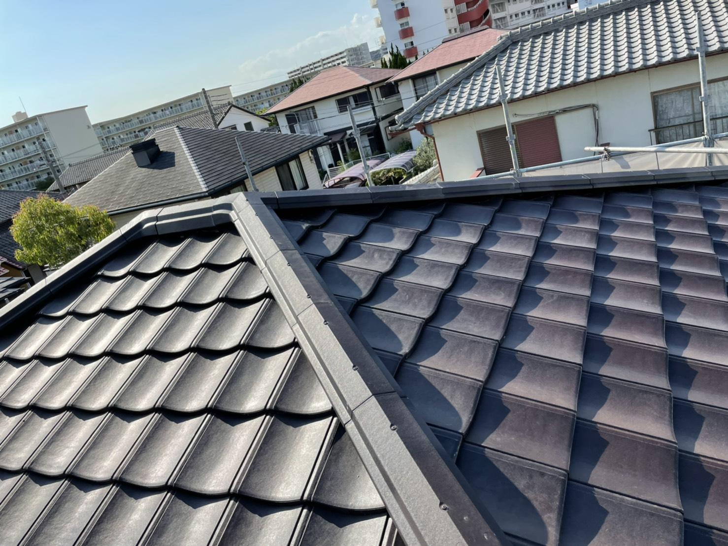 神戸市で雨漏りを止めるために行った屋根葺き直し工事でルーガを葺いた様子