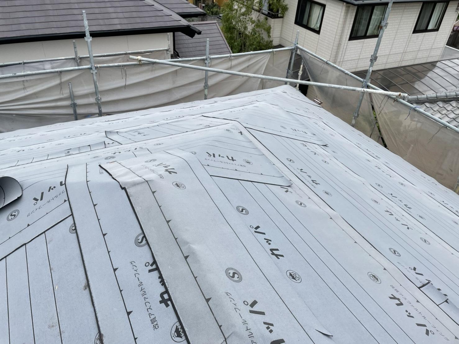 屋根葺き直し工事での防水シートは雨漏りを防ぐための守り神