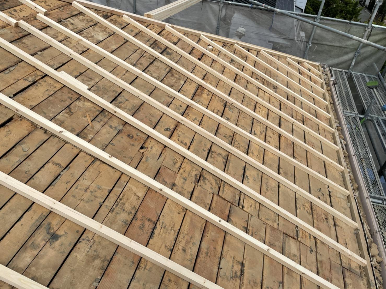 神戸市での屋根葺き直し工事で垂木を取り付けた様子