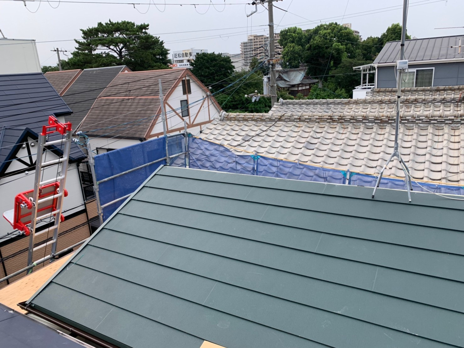 葺き終わった金属屋根