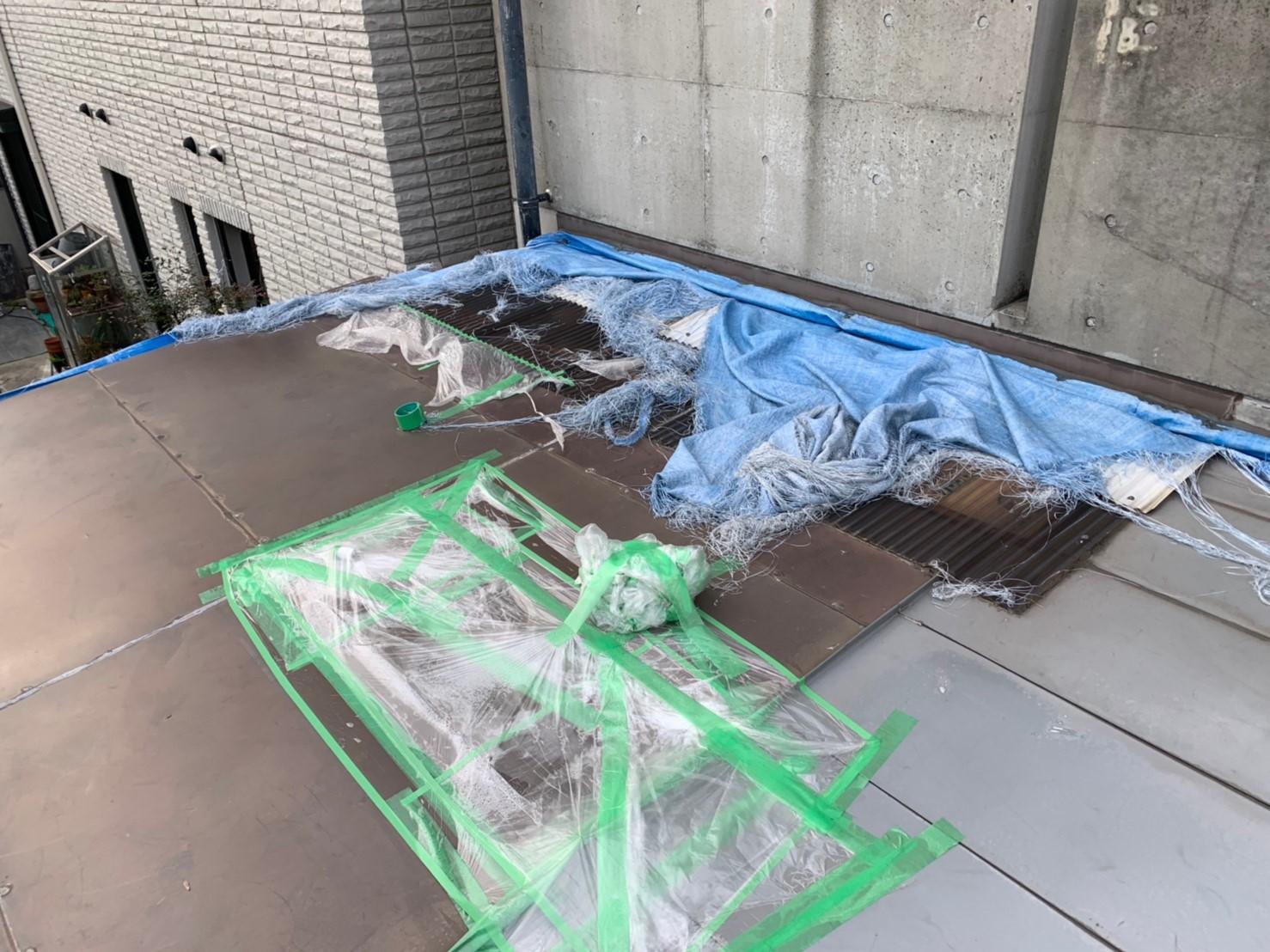 明石市で数年前の雨漏りを解決するためトタン屋根にカバー工法しました