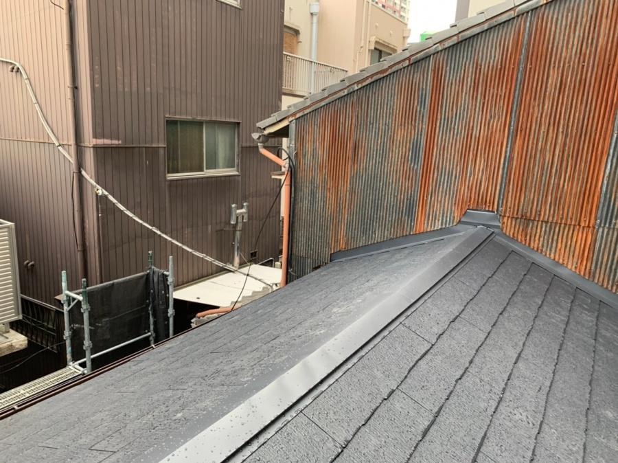 完成したスレート屋根の様子