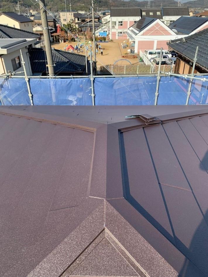 完成した金属屋根の様子