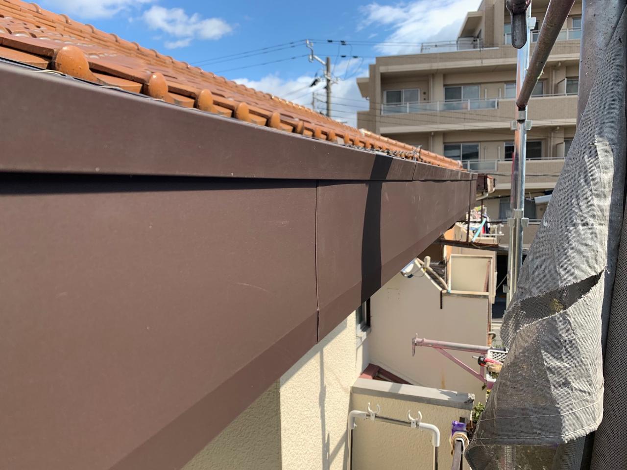 カバー工法した破風板の様子