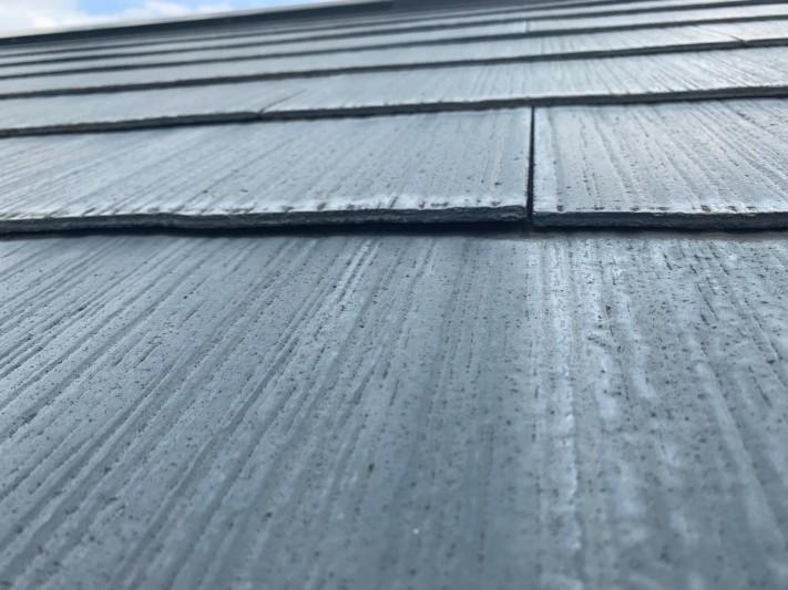 浮いてきているスレート屋根