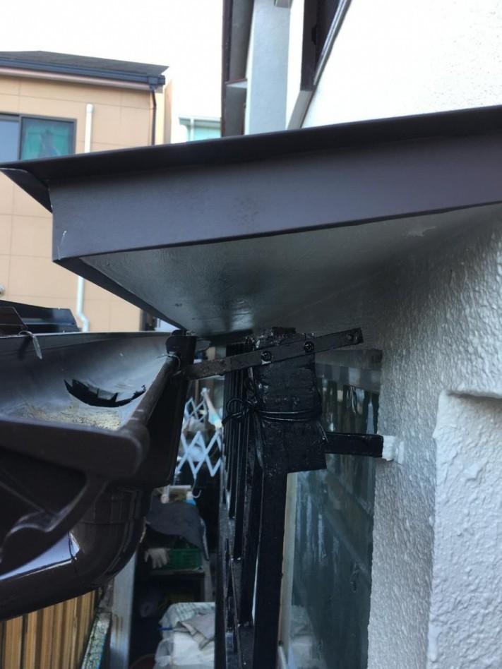 庇屋根の側面