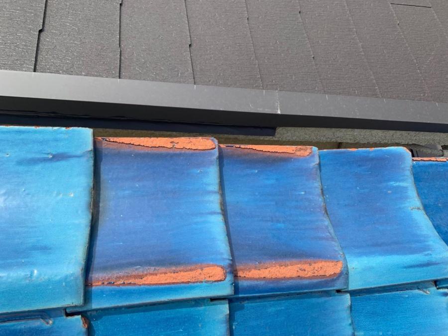 塗膜の剥がれた瓦屋根