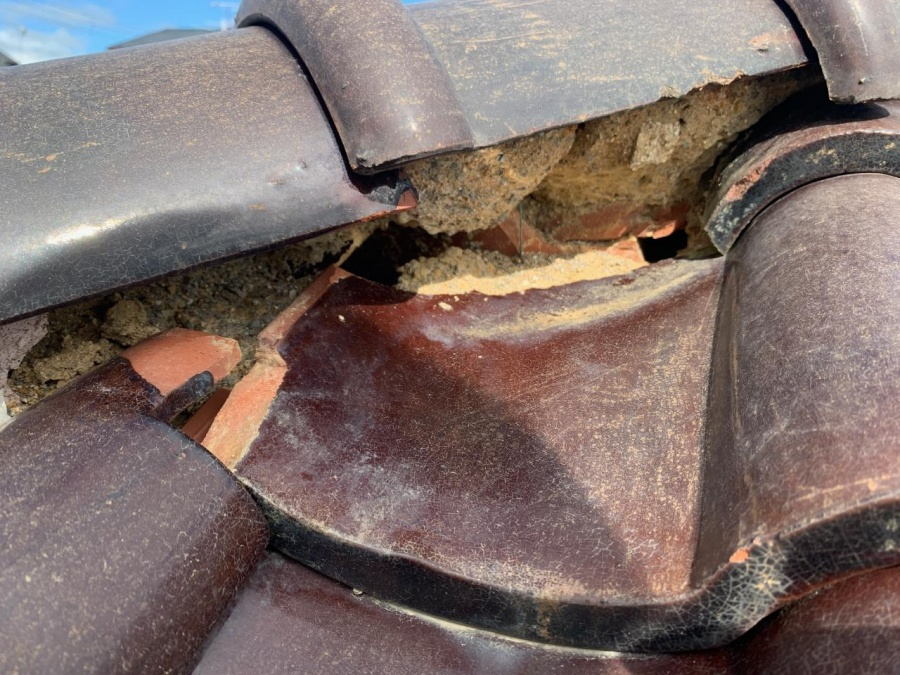 台風被害で漆喰が剥がれ落ちた様子 火災保険適応